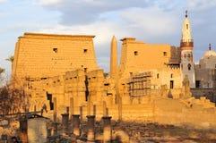Temple de Louxor, Egypte au coucher du soleil Image stock