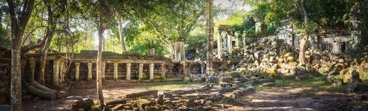 Temple de Mealea de Beng Mealea ou de bondon Le Cambodge cambodia Panorama images stock
