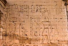 Temple de Medinet Habu de l'Egypte antique à Louxor (visage est de la tour du sud du deuxième pylône) photo stock