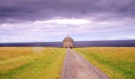 Temple de Museenden et domaine incliné photographie stock libre de droits