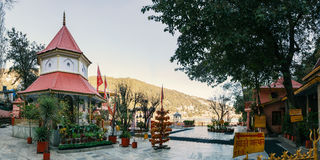 Temple de Naina Devi dans Nainital Photographie stock libre de droits