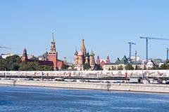 Temple de place béatifique et rouge de Vasiliy et de Kremlin Images stock