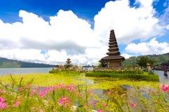 Temple de Pura Ulun Danu sur un lac Beratan Bali, Indonésie Photo libre de droits
