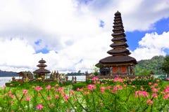 Temple de Pura Ulun Danu sur un lac Beratan Bali, Indonésie Photo stock