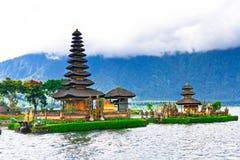 Temple de Pura Ulun Danu sur un lac Beratan Bali, Indonésie Photographie stock libre de droits