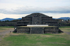 Temple de pyramide Teotihuacan de Quetzalcoatl Photos stock