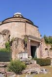 Temple de Romulus, ruine antique de Rome Image libre de droits