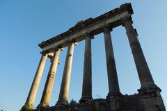 Temple de Saturn, Rome Photographie stock