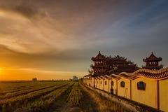 Temple de Sekinchan au coucher du soleil Image stock