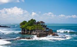 Temple de sort de Tanah d'une distance, Bali Image stock