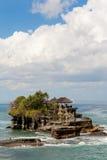 Temple de sort de Tanah sur la mer en île Indonésie de Bali Photo stock