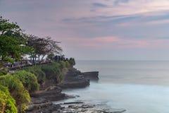 Temple de sort de Tanah et caverne naturelle dans le village de Beraban, Tabanan, Bali images libres de droits
