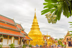 Temple de Wat Phra That Hariphunchai Photos stock