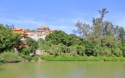 Temple de Xiangshan par l'étang, adobe RVB photographie stock libre de droits