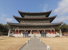 Temple de Yakchunsa de bouddhisme sur l'île de Jeju Photo stock