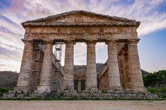 Temple dorique de Segesta en Sicile, Italie image libre de droits