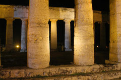 Temple du grec ancien de segesta, vue de nuit Photos libres de droits