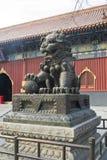 Temple en bronze Pékin de gong de Yonghe de statue de dragon photos libres de droits