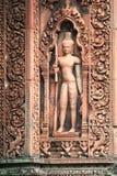 Temple en pierre d'Angkor de soulagement découpé par gardien Photographie stock