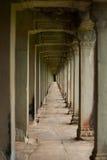 Temple en pierre d'Angkor de vestibule de pilier de répétition Photographie stock libre de droits