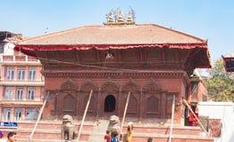 Temple endommagé dans le tremblement de terre du Népal image libre de droits
