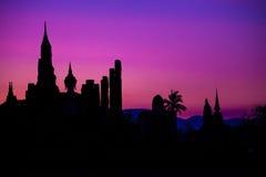 Temple et Bouddha en silhouette Images stock