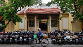 Temple et motocyclettes vietnamiens Photo stock