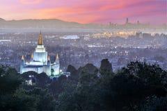Temple et ville d'Oakland des collines d'Oakland Image stock