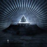 Temple foncé avec la triangle rougeoyante Illustration Stock