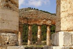 Temple grec dans la ville antique de Segesta, Sicile Image stock