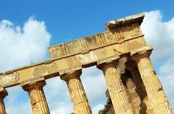 Temple grec doric antique dans Selinunte Image stock