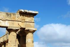 Temple grec doric antique dans Selinunte Images stock