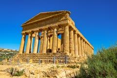 Temple grec dorique antique de Concordia en vallée des temples à Agrigente images libres de droits