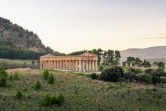Temple grec dorique de Segesta en Sicile, Italie photographie stock libre de droits