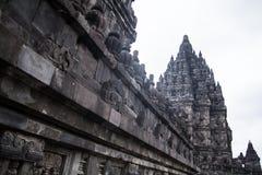 Temple indou de Prambanan en dehors de ville de Yogyakarta Photographie stock libre de droits