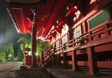 Temple japonais médiéval au crépuscule Images stock