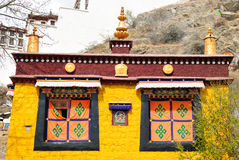 Temple jaune pour prier à Lhasa, Thibet Image stock