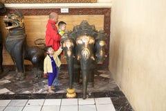 Temple Mandalay, Myanmar de Mahamuni Bouddha photos stock
