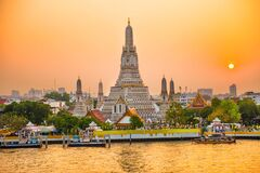 Free Temple Of Dawn Or Wat Arun In Bangkok At Sunset Royalty Free Stock Photos - 178183358