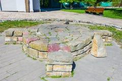 Temple ou endroit païen antique de sacrifice, fait en pierre, sous forme de croix celtique ou croix placée dans un cercle image stock