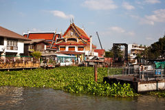 Temple at the river Mae Nam Chao Phraya Stock Photography