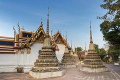 Temple thaïlandais d'art avec Jedi (temple de Wat Pho), Bangkok, Thaïlande Photos stock