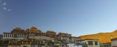 Temple tibétain au coucher du soleil photos libres de droits