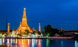Temple. Twilight of Wat Arun Buddhist religious places of importance to the field. Bangkok, Thailand Royalty Free Stock Photos