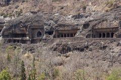 Temples bouddhistes antiques de roche chez Ajanta Photos libres de droits