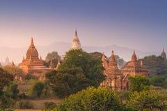 Temples de Bagan pendant le lever de soleil, Myanmar Images stock