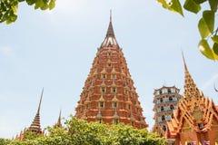 Temples de Wat Tham Seua, thaïlandais et chinois Photo libre de droits