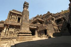 Temples hindous antiques de roche-coupe de Kailasa situés dans Ellora photo libre de droits