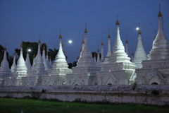 Temples and pagodas in Mandalay at night Royalty Free Stock Photos