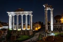 Temples romains antiques la nuit Photo libre de droits